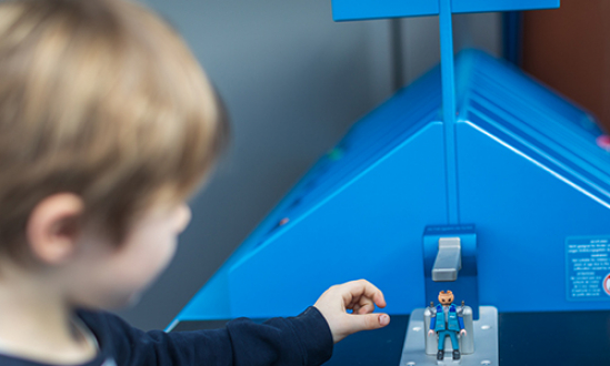 PLAYMOBIL-making-machine
